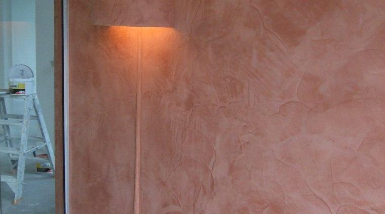 muur met lamp stucen